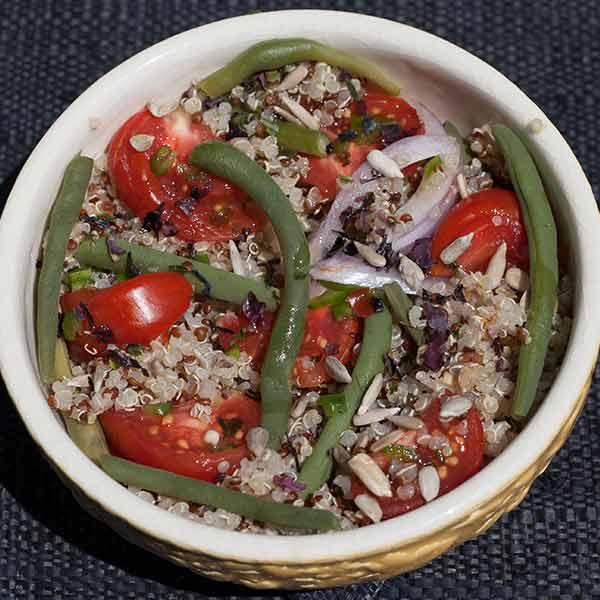 Taboulé de quinoa aux haricots verts, algues et tomates anciennes