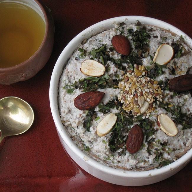 Porridge aux flocons de sarrasin et algues