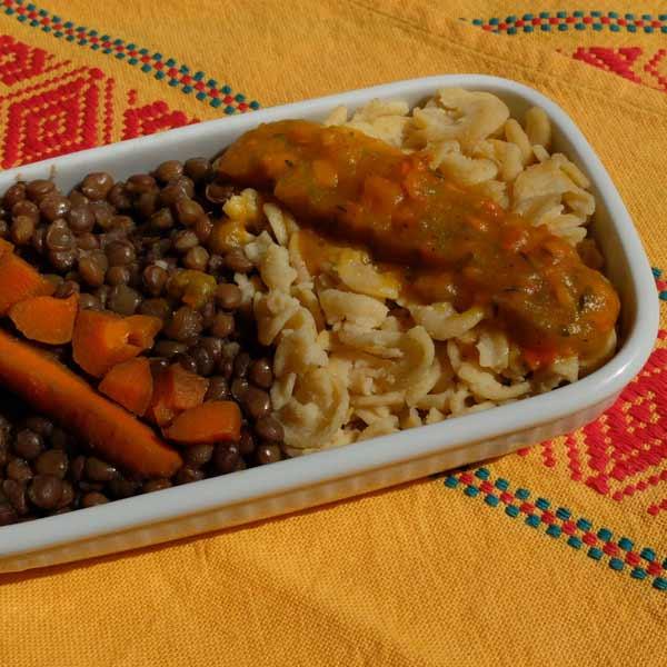 Spirales maïs-riz, coulis de courge et carotte