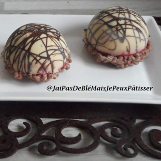 Dôme mousse framboise, mousse chocolat et croustillant riz soufflé
