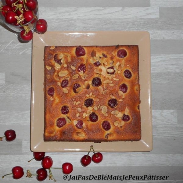 Gâteau moelleux cerises-amandes