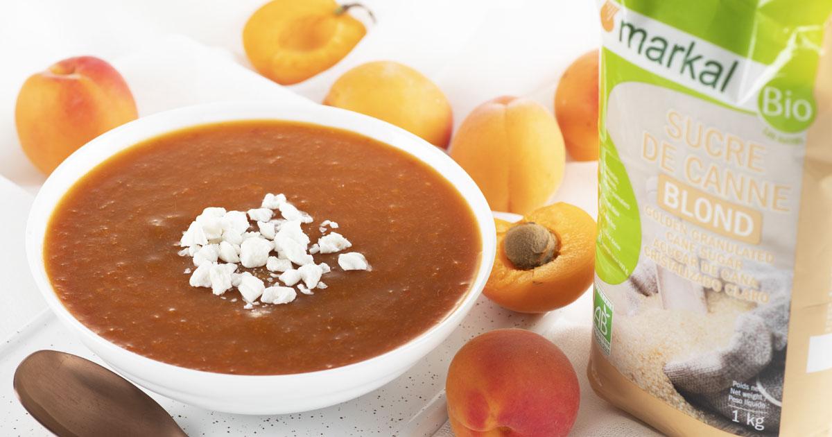 Soupe froide à l'abricot et verveine avec éclats de meringues