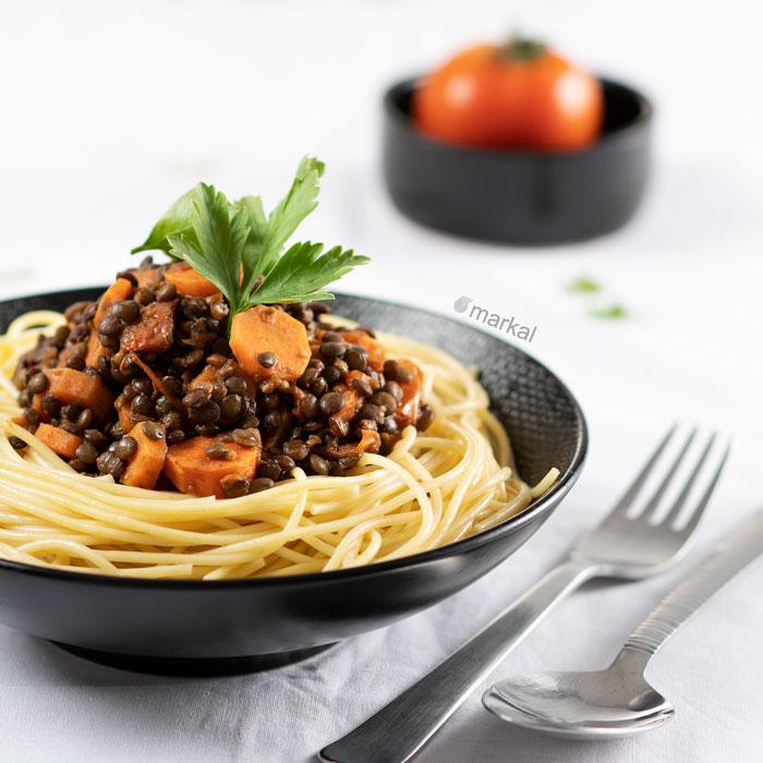 Spaghettis à la sauce aux lentilles et aux légumes