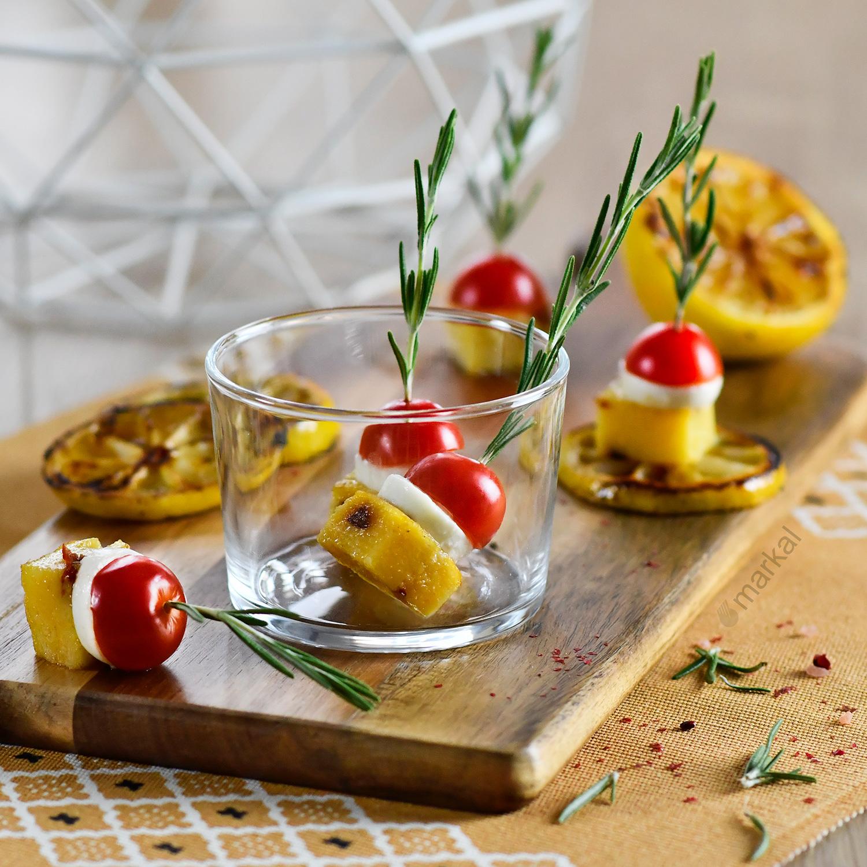 Dès de polenta tomates, olives & citron grillé