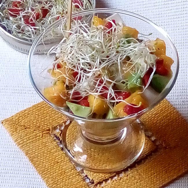 Salade exotique de coeurs de palmier à l'avocat mangue et baies de goji