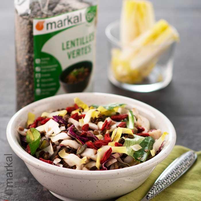 Salade d'endives, chou rouge, baies de goji et lentilles vertes
