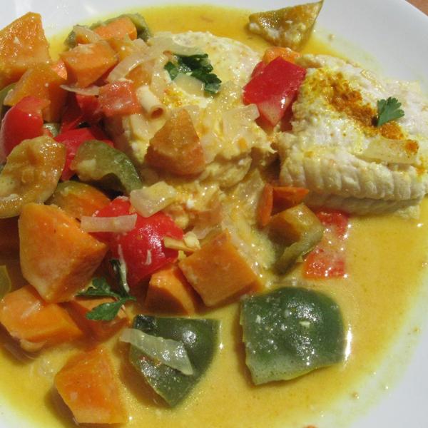 Curry de cabillaud à la patate douce et aux deux poivrons