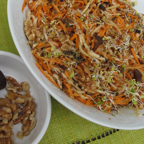 Trio de carottes, choux-raves et radis noir aux abricots secs et aux noix