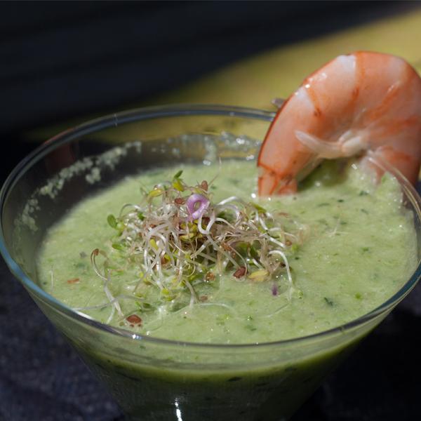 Gaspacho vert amande-pécan et ses crevettes