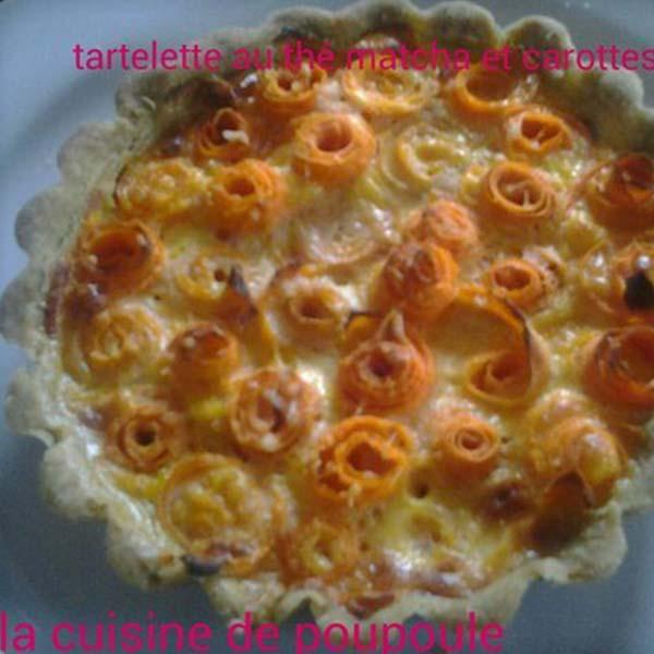 Tartelette de carottes en forme de rose au thé Matcha