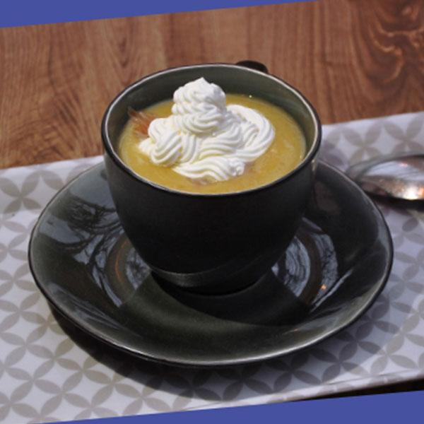 Cappuccino de lentilles corail et ses dés de saumon