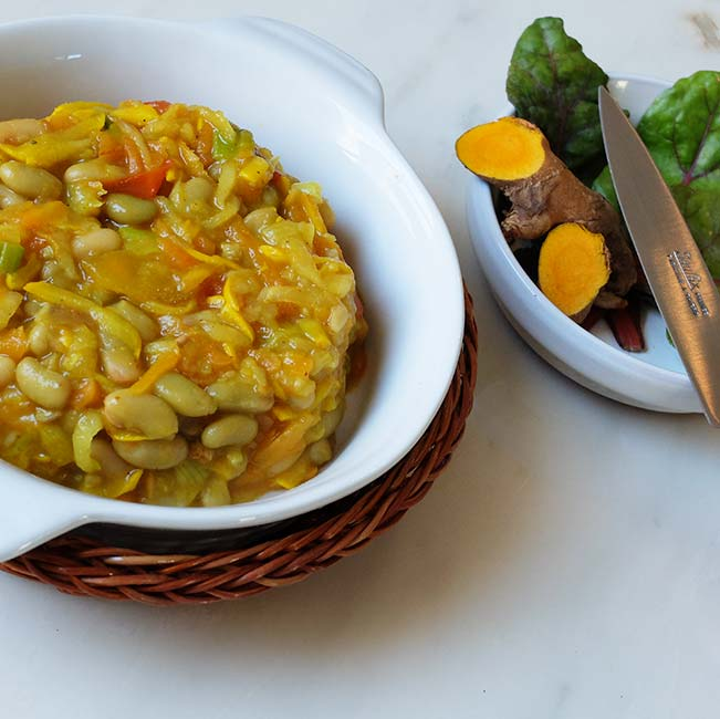 Duo de carottes et navets fanes aux flageolets et au curcuma, en terrine