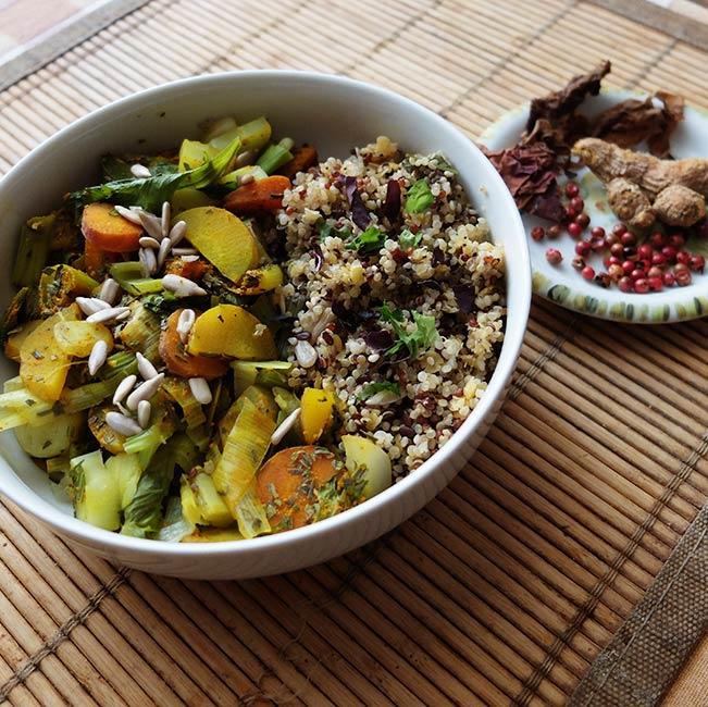 Étouffée de poireaux, céleri et carottes sur duo de quinoa et lentilles corail