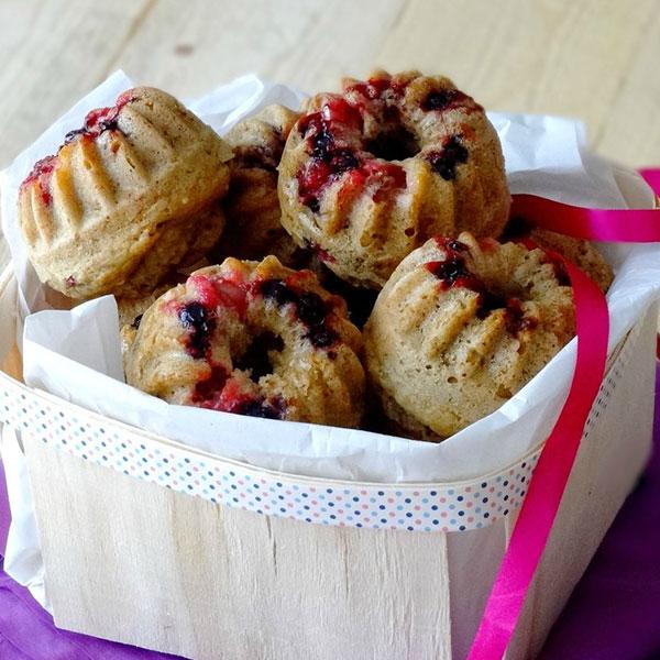 Mini bundt cake aux fruits rouges et au yaourt coco