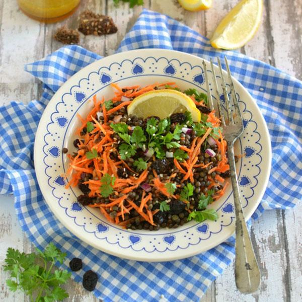 Salade de lentilles Beluga et carottes, vinaigrette au curry
