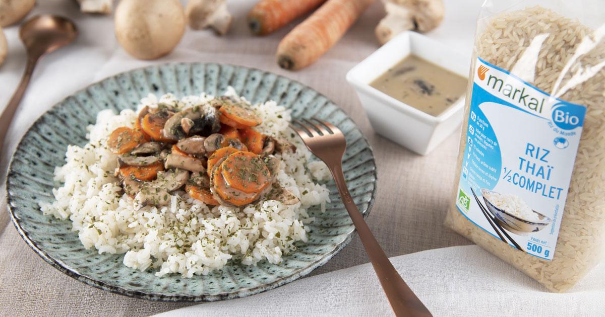 Poêlée de champignons, carottes à la crème de riz accompagnés de riz thaï 1/2 complet